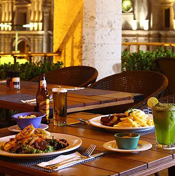 30% de descuento en todas las bebidas alcohólicas y no alcohólicas pagando con Visa en La Plaza Bar & Grill de Casa Andina Select Arequipa.