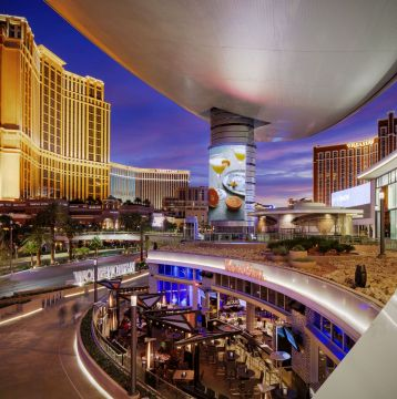 Enjoy Luxury Shopping at The Fashion Show Mall in Las Vegas with a Premier Passport of Savings & More!