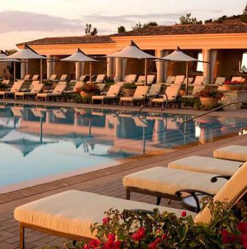 Las costas de California son aún más hermosas con Visa, porque en el Resort at Pelican Hill la tercera noche es gratis
